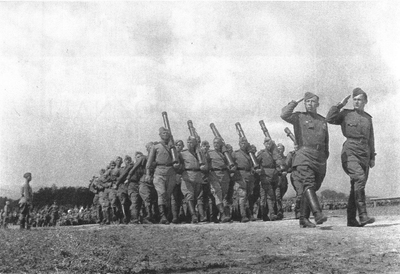 Колонна Красной армии