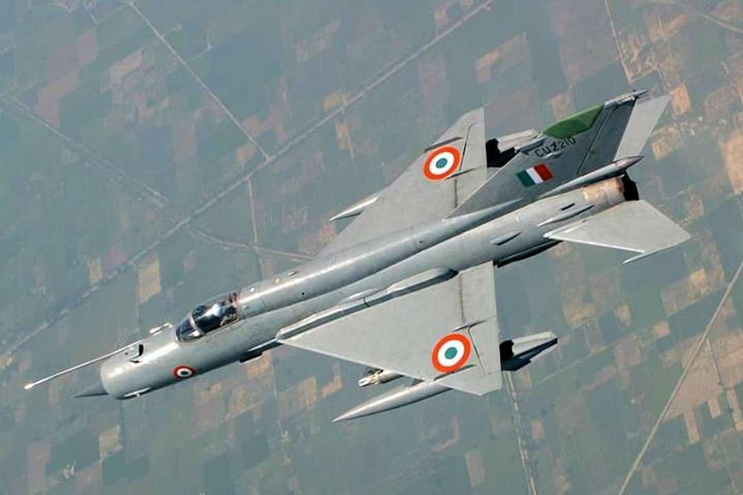 МиГ-21 над землей