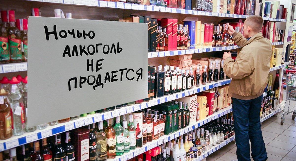 Полки с алкоголем