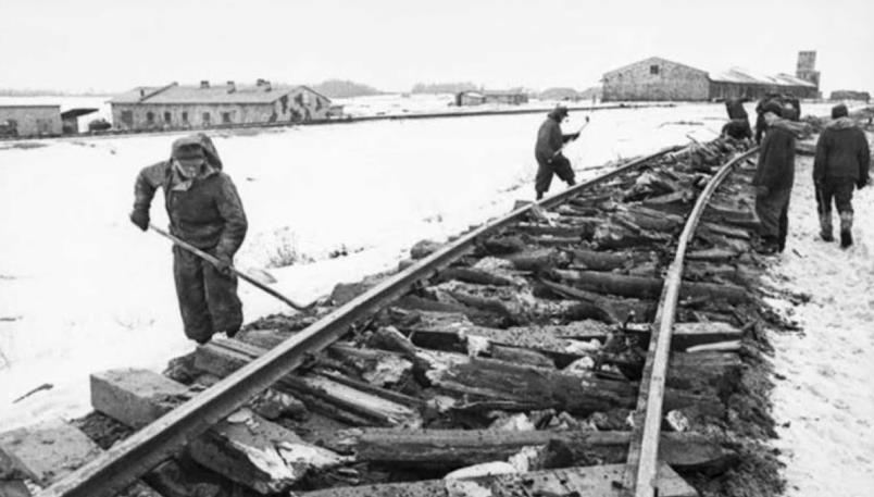 Разрушенная железная дорога