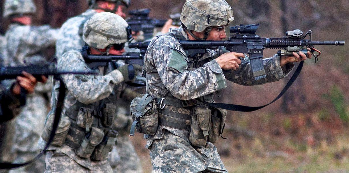 Солдаты США с оружием
