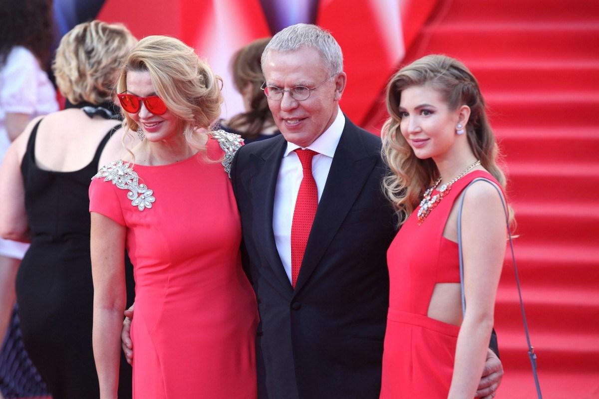 Фетисов с женой и дочерью
