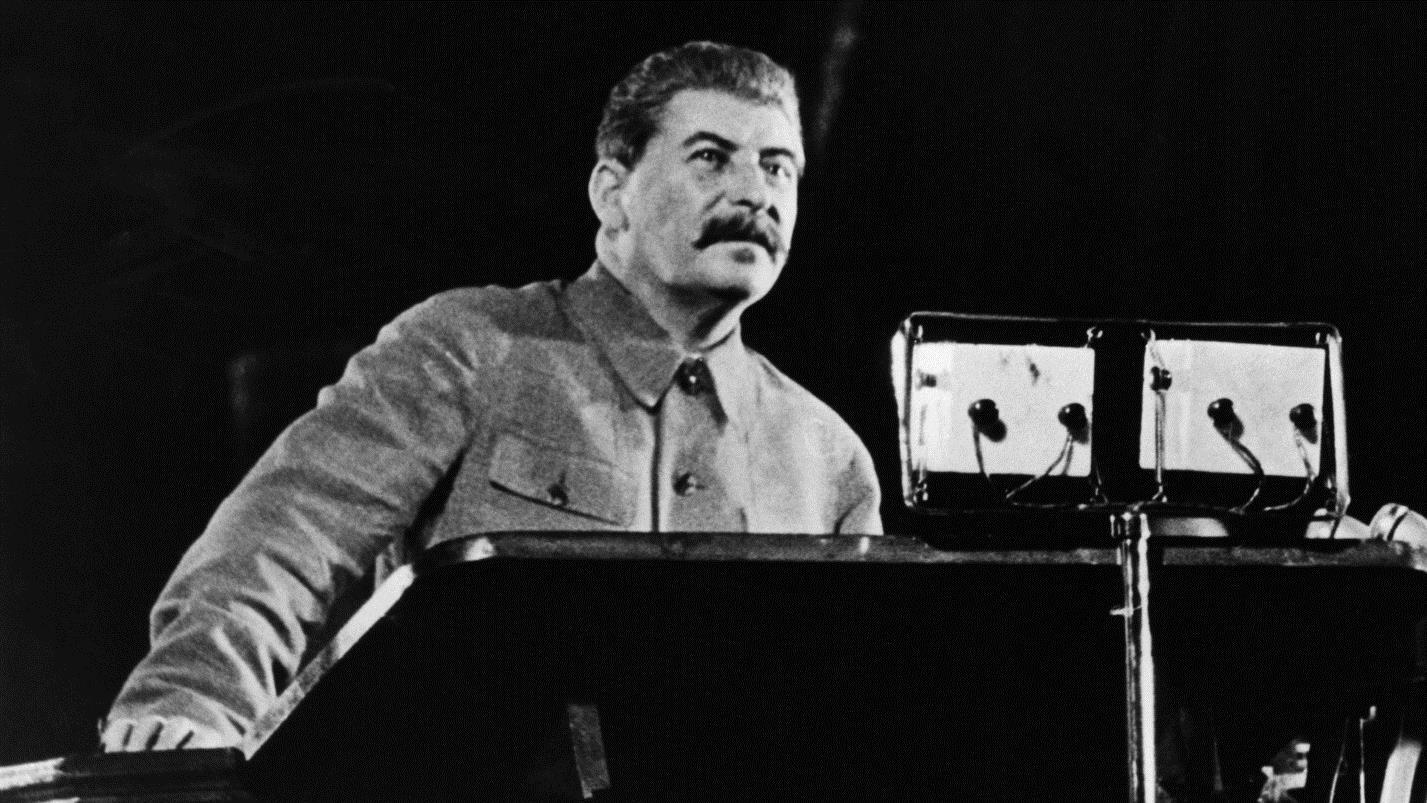 Сталин на трибуне