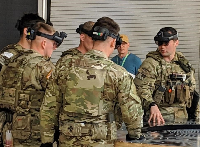 Военные в очках Hololens
