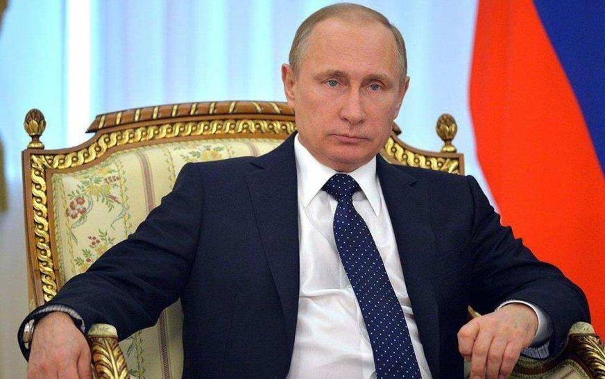 Путин в кресле