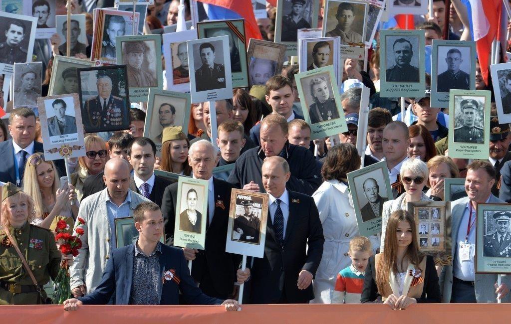 Путин в строю «Бессмертного полка»