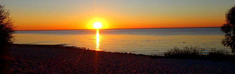 В течение 4,5 млрд. лет Солнце регулярно встает на горизонте, после чего через 8-18 часов исчезает на западе