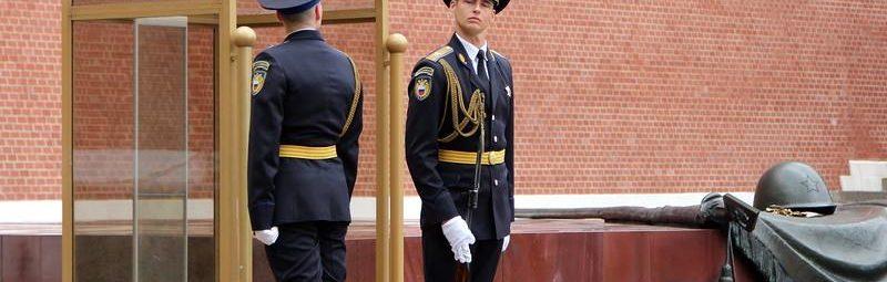 Москва. Кремль. Почетный караул у вечного огня.