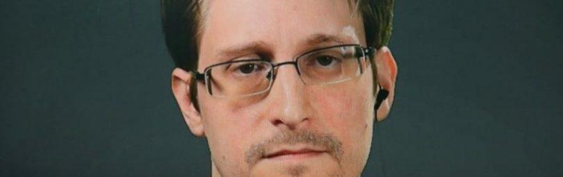 Экс-разведчик Сноуден