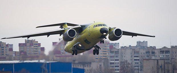 Взлетающий SSJ-100