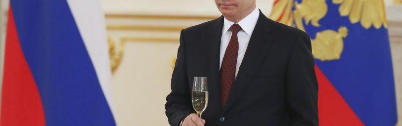 Путин с бокалом