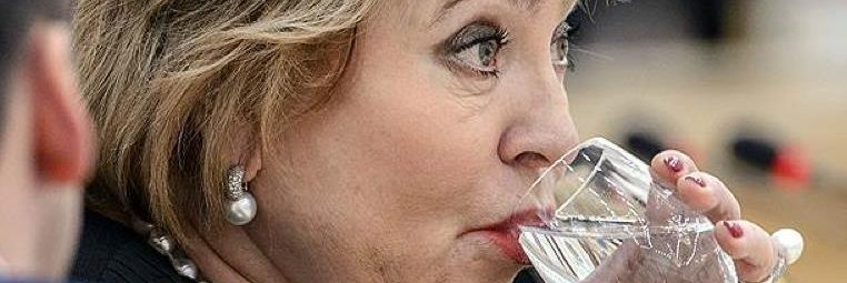 Матвиенко со стаканом