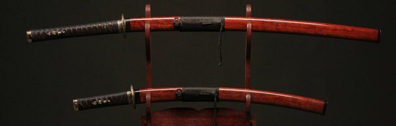 Самурайский меч на подставке